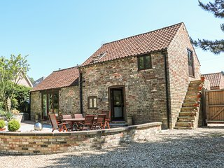 FAIR LEA BARN, contemporary, WiFi, stunning patio.
