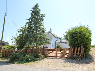 GRANGE FARM COTTAGE, semi-detached, two woodburners, pet-friendly, WiFi