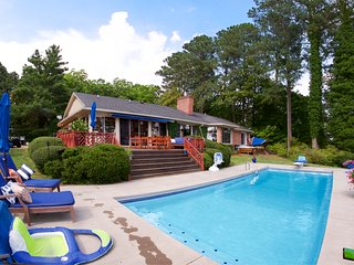 Rappahannock River Retreat - Pool, hot tub, beach... close to Chesapeake Bay!