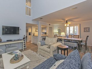 257 Stoney Creek - Fresh & Fun Harbour Town Townhouse!