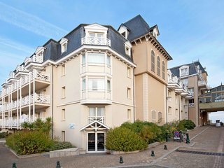 1 bedroom Apartment in Courtoisville, Brittany, France : ref 5642188