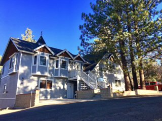 Spacious Moonridge Home: Spa Billiards WiFi 4 BdBa
