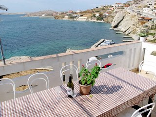 5 bedroom Apartment with WiFi and Walk to Beach & Shops - 5642504