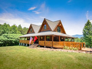 Sunrise Meadow Cabin near Gatlinburg. Time to relax in the Smoky Mountains of TN