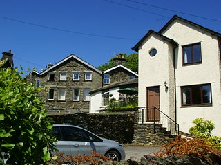 Caxton Cottage - a detached house with parking in centre of Windermere village