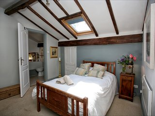 Single bedroom en suite bed and breakfast with Pool. Nontron, Dordogne