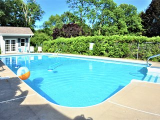 Beautiful Getaway, 8 Bd. 3.5 Bath Private Pool House & Game Room Close to Casino