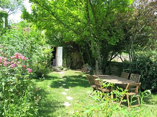 La Trillonniere Holiday Home Sleeps 6 with Free WiFi - 5643002