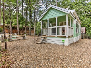'Forest Gem' Broken Bow Cottage w/Porch & Fire Pit