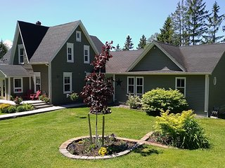 Brookside Manor- 3 bdrm vacation home with pool, deck, bicycles, wifi & more!