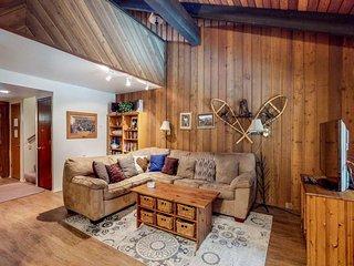 Condo w/ mountain & pool views, shared pool, hot tub & sauna!
