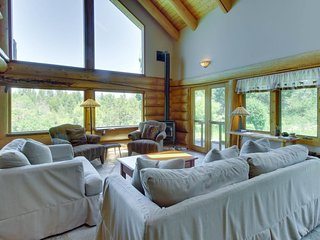 Gorgeous log cabin w/ private hot tub & pond on five acres of land.