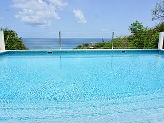 La Mer - Luxury 3 Bedroom Villa with large pool terrace and fantastic sea views