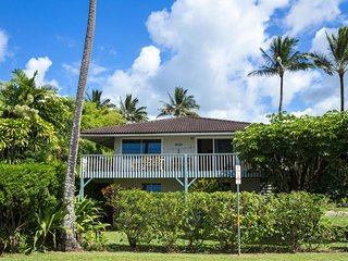 Beautiful, remodeled house w/ ocean view - steps from the beach!!