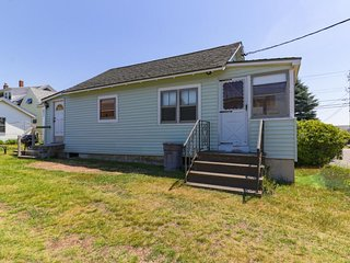 Classic beach home w/ porch & yard - 1 block to the beach, walk everywhere!