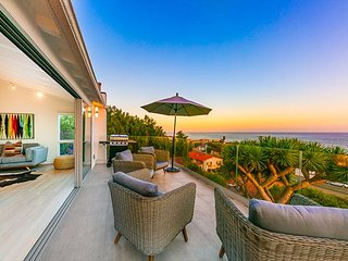 Ocean Views, Outdoor Living, Jacuzzi, A/C, Pet Friendly