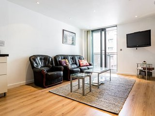 2 Bed w/Private Balcony 10 min to Canary Wharf Stn