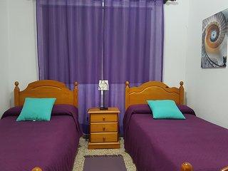 Nuestra habitación con sus dos camas individuales.