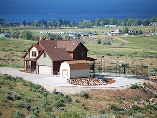 Garden City Cabin w/ Hot Tub, Sport Court & View!