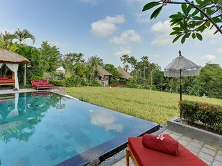 VILLA SUBAK - GORGEOUS 3 BEDROOM POOL VILLA OVERLOOKING RICE PADDY