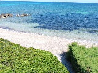 Villa Copinya Con acceso privado a la playa de arena de Port Nou.