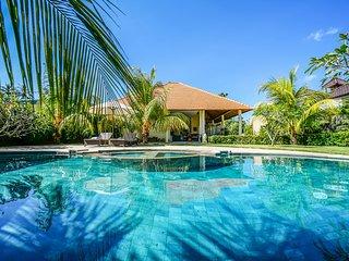 Moana, 3 Bedroom Villa, large garden and pool table, Nr Beach, Amed
