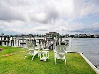 Channel - 4 bedroom duplex with boat slip and dock, sleeps 8