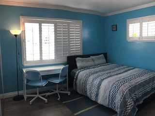 ❤️COASTAL MASTER BEDROOM★Private Bathroom★ Free Pool★Kitchen★Laundry