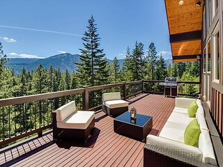 Exceptional Mountain Home-Amazing Views- Near Suncadia-Huge Deck-Hot Tub