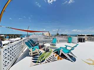 3BR/3BA w/ Rooftop Deck & Ocean View - Boat Dock, Access to Club Beach & Pool