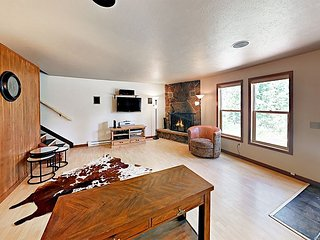 Updated 2BR - Steps to Arapaho National Forest & Free Bus, Near Downtown