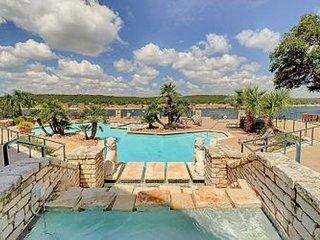 2BR Condo w/ Pool & Tennis - Scenic Lake Views from Private Deck