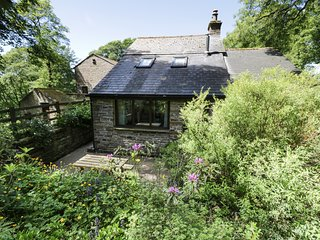 BOTHY, luxurious, Jacuzzi bath, pet-friendly, near Alston