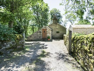BOTHY, luxurious, king-size bed, Jacuzzi bath, pet-friendly, near Alston, Ref. 9