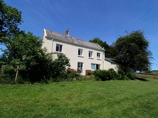 MARSH COTTAGE, rural detached cottage, enclosed garden, dog-friendly, in North M
