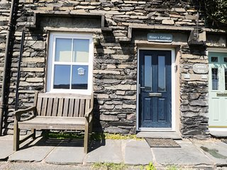 CONISTON BANK COTTAGE, wood burning stove, wi-fi, parking. Ref: 972660