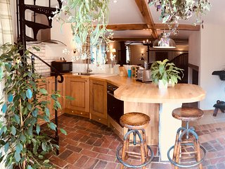The Stable, charming family cottage in the Kent Downs