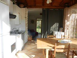 Cottage in pietra per 4-6 ospiti. Giardino interno recintato.