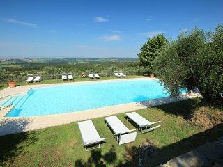 Castello di Montalto Apartment Sleeps 8 with Pool Air Con and Free WiFi
