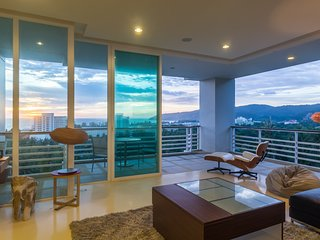 Sea-view Penthouse in Karon, walk to beach, restaurants, bars, shops -2605