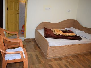 Travelling Bee Room 3, vacation rental in Multhan