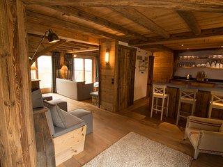 Stunning 6/7 bedroom chalet nestled in the village of St Martin de Belleville