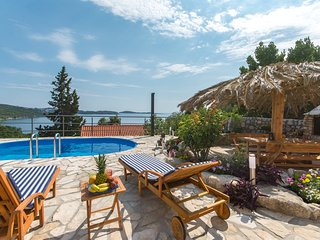 Svagusa Holiday House with Swimming Pool
