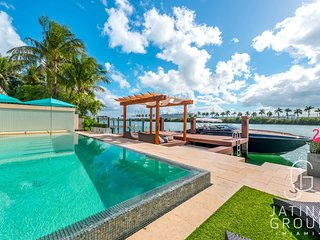 Luxury waterfront Villa, Movie Theater, Pool