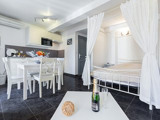 Cosy studio in the center of Cannes with Internet, Air conditioning
