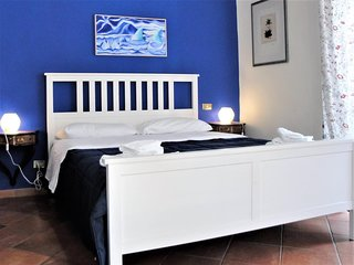 Spacious apartment close to the center of Naples with Lift, Internet, Washing ma