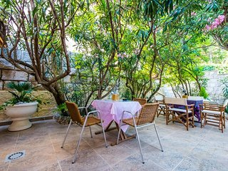 Cosy studio close to the center of Dubrovnik with Parking, Internet, Air conditi