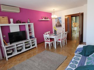 Spacious apartment in Madrid with Lift, Parking, Internet, Washing machine