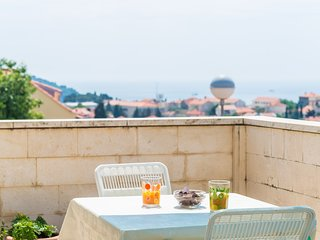 Cozy room very close to the centre of Dubrovnik with Internet, Terrace