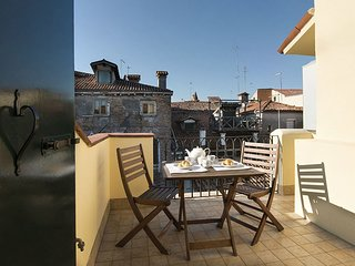 Spacious apartment very close to the centre of Venice with Parking, Internet, Wa